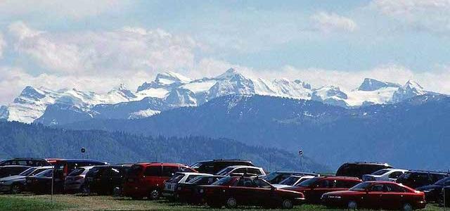 Voiture et Paysage des Alpes